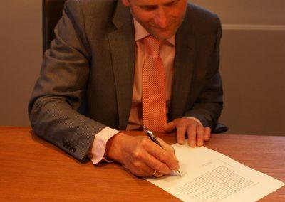 2013-09-13-akte-tekenenbij-de-notaris-2