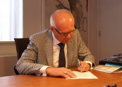 2013-09-13-akte-tekenenbij-de-notaris-3