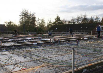 2014-11-24-betonmatten-met-daarin-de-kabelsafvoer-etc-op-de-1e-verdieping-14