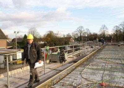 2014-11-24-betonmatten-met-daarin-de-kabelsafvoer-etc-op-de-1e-verdieping-23