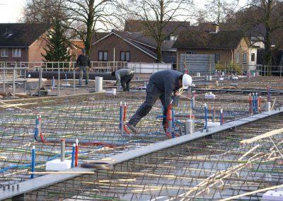 2014-11-24-betonmatten-met-daarin-de-kabelsafvoer-etc-op-de-1e-verdieping-29