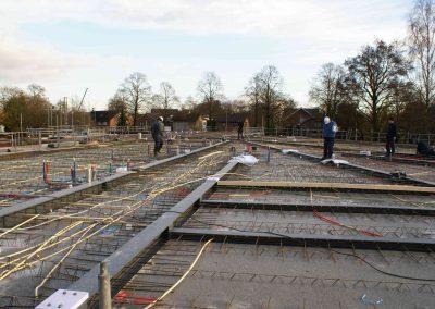 2014-11-24-betonmatten-met-daarin-de-kabelsafvoer-etc-op-de-1e-verdieping-31