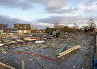 2014-11-24-betonmatten-met-daarin-de-kabelsafvoer-etc-op-de-1e-verdieping-33