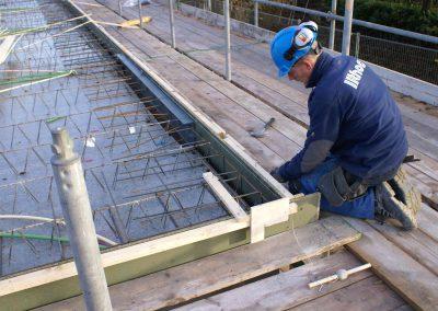 2014-11-24-betonmatten-met-daarin-de-kabelsafvoer-etc-op-de-1e-verdieping-41