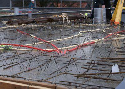 2014-12-15-betonmatten-met-daarin-kabels-en-afvoer-buizen-1