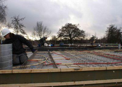 2014-12-15-betonmatten-met-daarin-kabels-en-afvoer-buizen-14