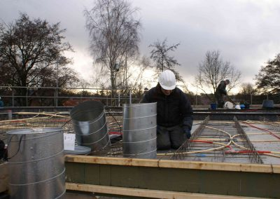 2014-12-15-betonmatten-met-daarin-kabels-en-afvoer-buizen-15