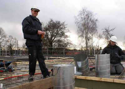 2014-12-15-betonmatten-met-daarin-kabels-en-afvoer-buizen-17