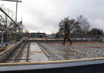 2014-12-15-betonmatten-met-daarin-kabels-en-afvoer-buizen-28