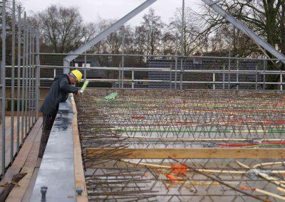 2014-12-15-betonmatten-met-daarin-kabels-en-afvoer-buizen-5