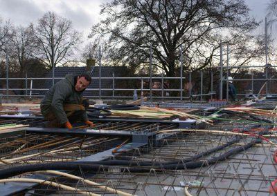 2014-12-15-betonmatten-met-daarin-kabels-en-afvoer-buizen-8