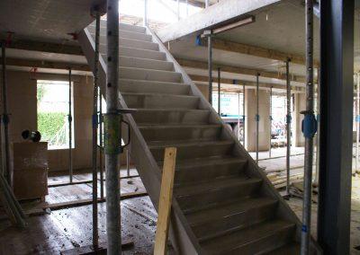 2015-01-12-Betonnen-trappen-zijn-geplaatst-1