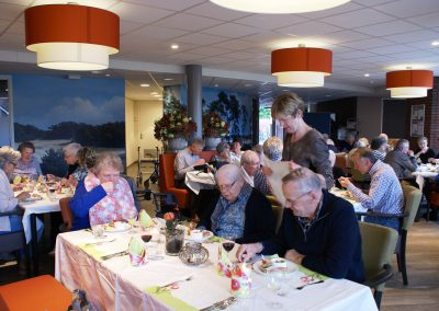 2017-04-11-Paas-diner-Wicherumloo-12