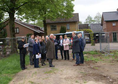 2013-05-14-delegatie-gemeente-ede-komen-een-kijkje-op-het-terrein-nemen-5
